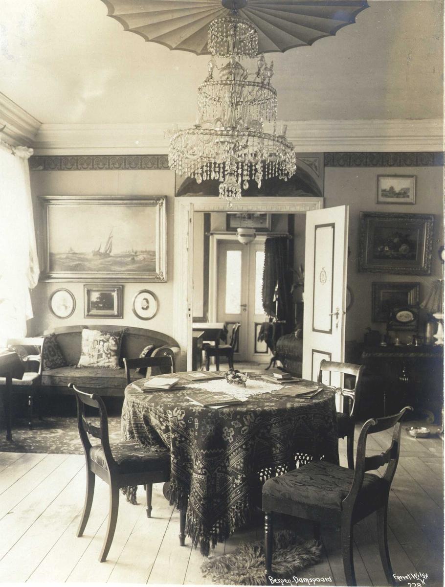Stuens interiør, Damsgård hovedgård, Bergen, Hordaland. Fotografert 1912.