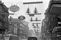 Serie. Julegate i Brüssel, Belgia. Fotografert 1965.