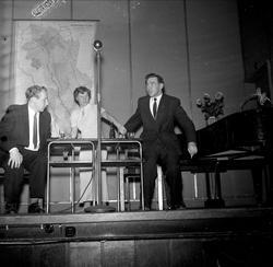 Mennesker på scene 03.11.1953. Bygdelag, Hedemarkslaget.