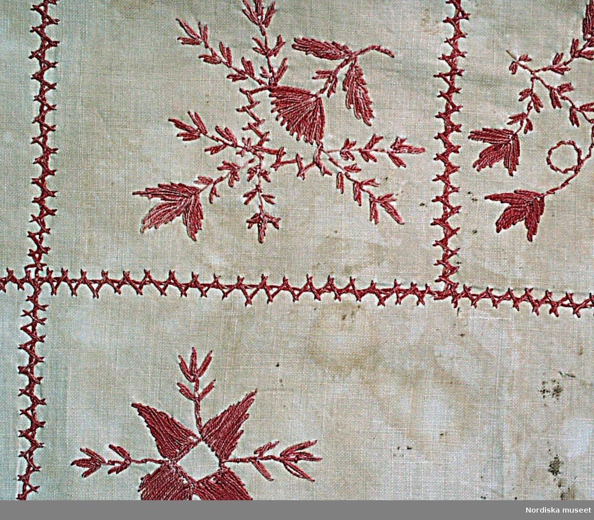 Torparhustrun och 11-barnsmodern Brita-Kajsa Karlsdotter (1816-1915) från Anundsjö, skapade sin personliga sömnadsteknik när hon på ålderns höst, vid närmare 70 års ålder, började brodera på dukar, paradhanddukar och huvudkläden. Brita-Kajsa hämtade inspiration till sitt mönsterskapande från naturens grässtån, granbarr och ängsblommor. Hon ritade upp blomsterslingor och blad med nageln eller nålen på tyget och sydde vartefter. Brita-Kajsa signerade nästan alla sina verk med sitt monogram, BKKD, sitt födelseår 1816, det året hon sytt duken - ex. 1909 samt bokstavskombinationen ÄRTHG - äran tillhör Gud eller EMN - ett minne. Vid den första hemslöjdsutställningen 1910 visade Ångermanlands Hemslöjdsförening en duk av Brita Kajsa och sedan dess har hennes broderade alster och speciella sömnadssätt betraktas som upphovet till Anundsjösömmen, som kom att bli Ångermanlands landskapssöm och Ångermanlands hemslöjds största försäljningsprodukt under 1900-talet. /Textilarkivet i Västernorrland, presentation av utställning om Brita Kajsa