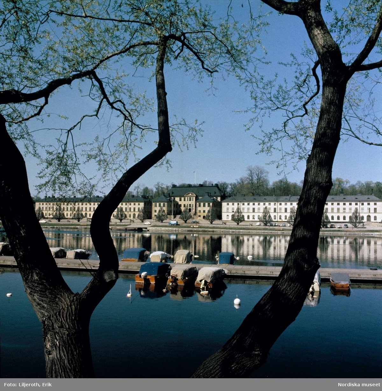 Karlbergs slott sett från andra sidan kanalen, Stockholm.