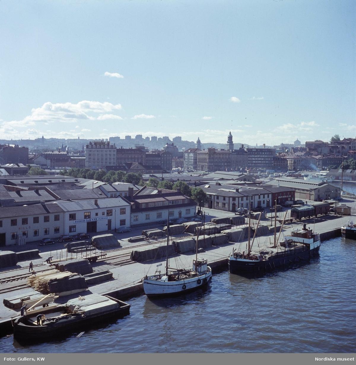 Göteborg. Första bommen (hamn) med staden i bakgrunden. Hultmans holme.