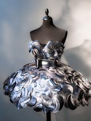Klänning av Bea Szenfeld inv nr 0331128a-c gjord av runda b