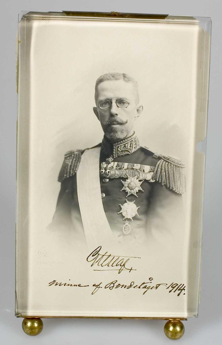 Signerat porträtt av kung Gustav V.