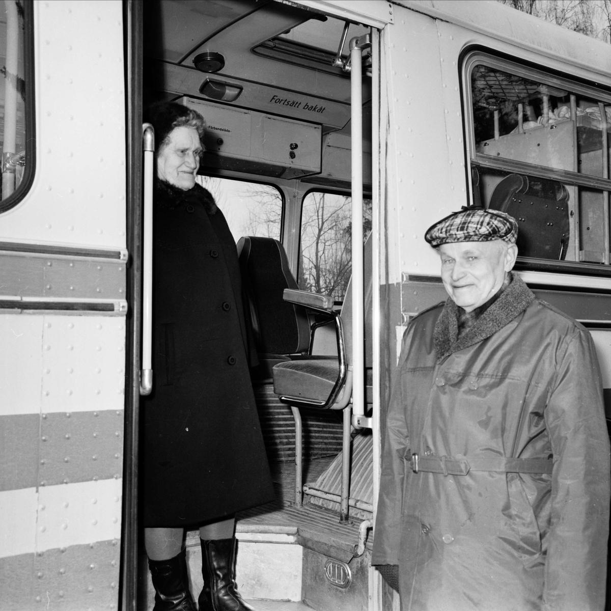 Premiär för gratis buss i Österlövsta socken, Uppland mars 1973