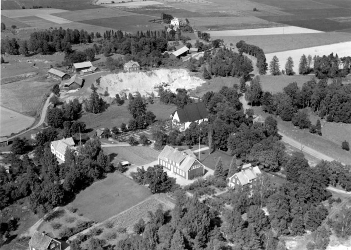 Flygfoto över Stavby, Stavby socken, Uppland 1952