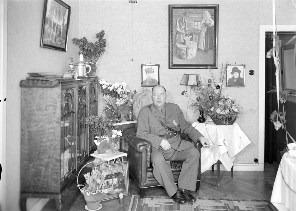 Födelsedagsporträtt - fanjunkare Otto Kjell 50 år, Botvidsgatan 6, Uppsala 1941