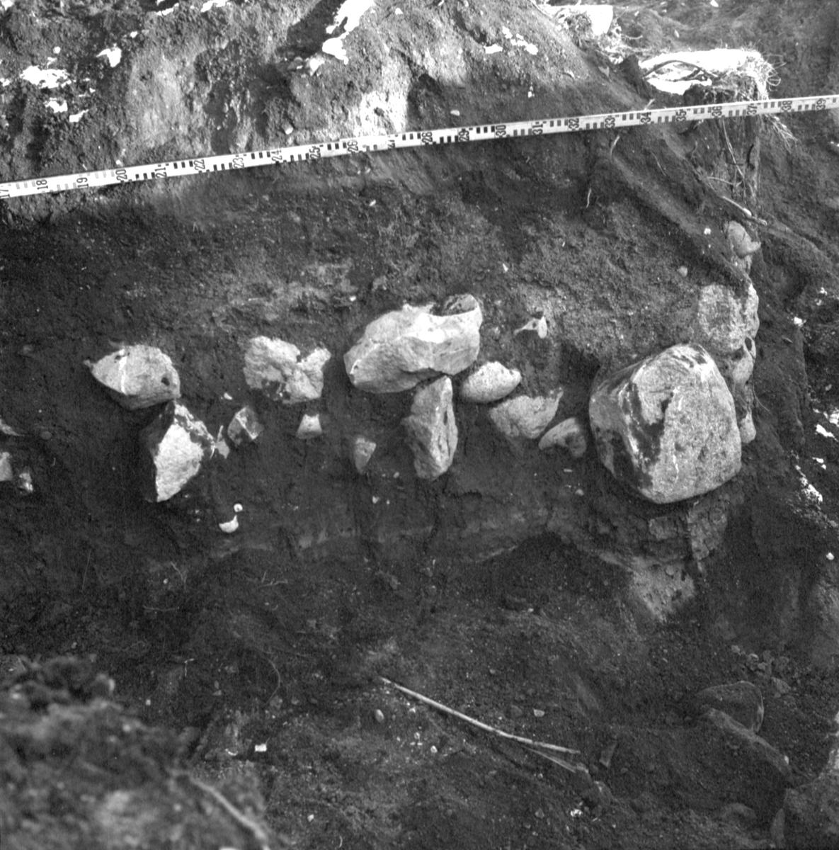 Arkeologisk undersökning, schakt 6, Prästgården 1:1, Gamla Uppsala 1972