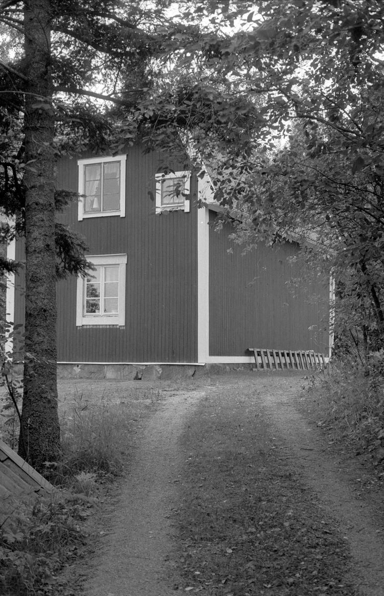 Bostadshus, Körsbärslunden, Ströja, Börje socken, Uppland 1983