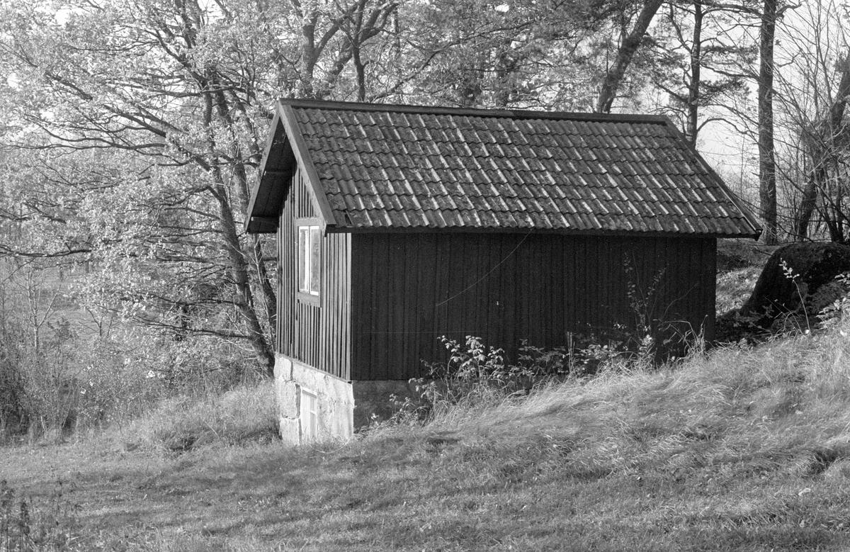 Källarbod, Bläckhornet, Hammarskog, Dalby socken, Uppland 1984
