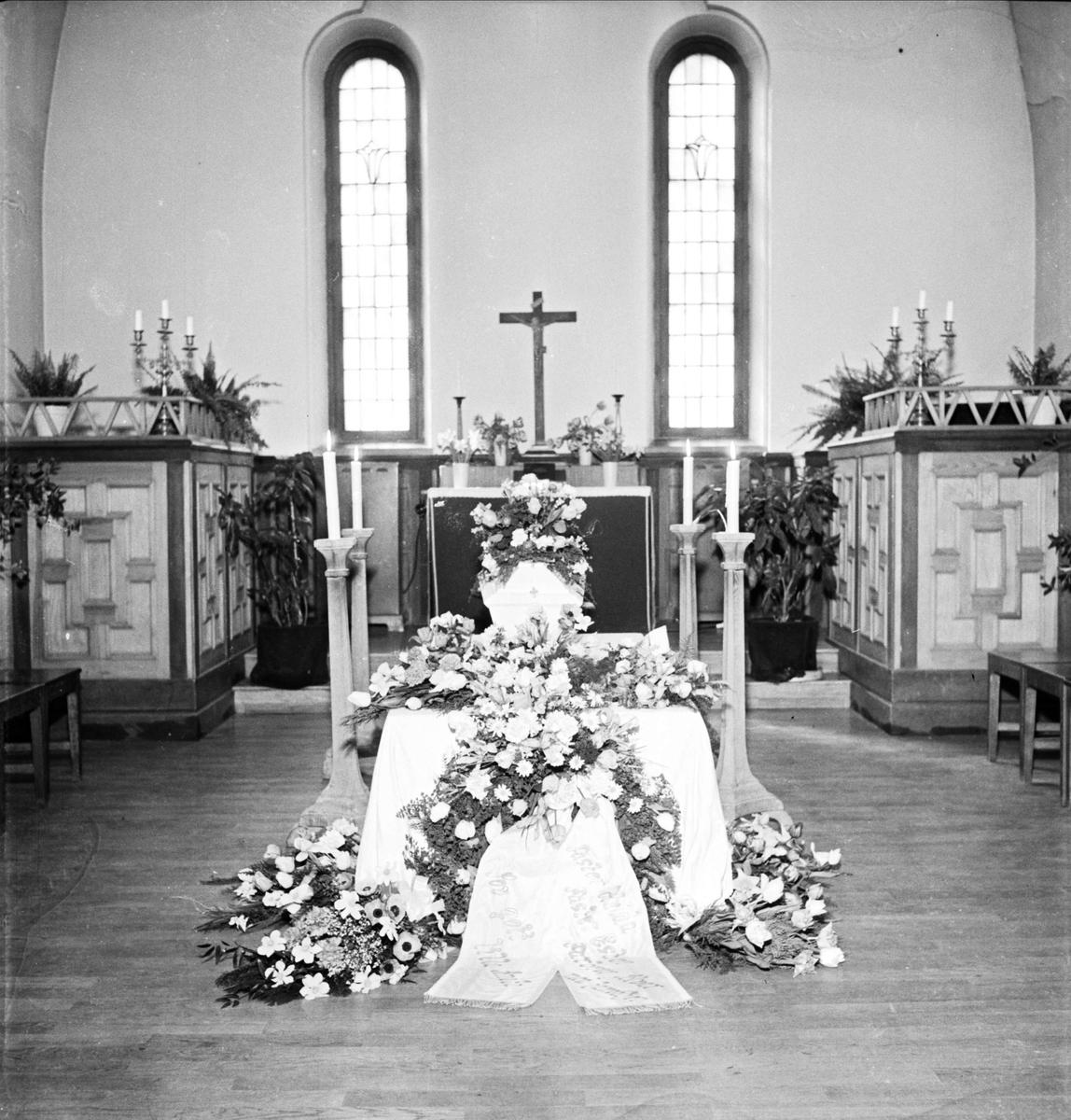 Jordfästning i kyrka, sannolikt i Uppsala 1954