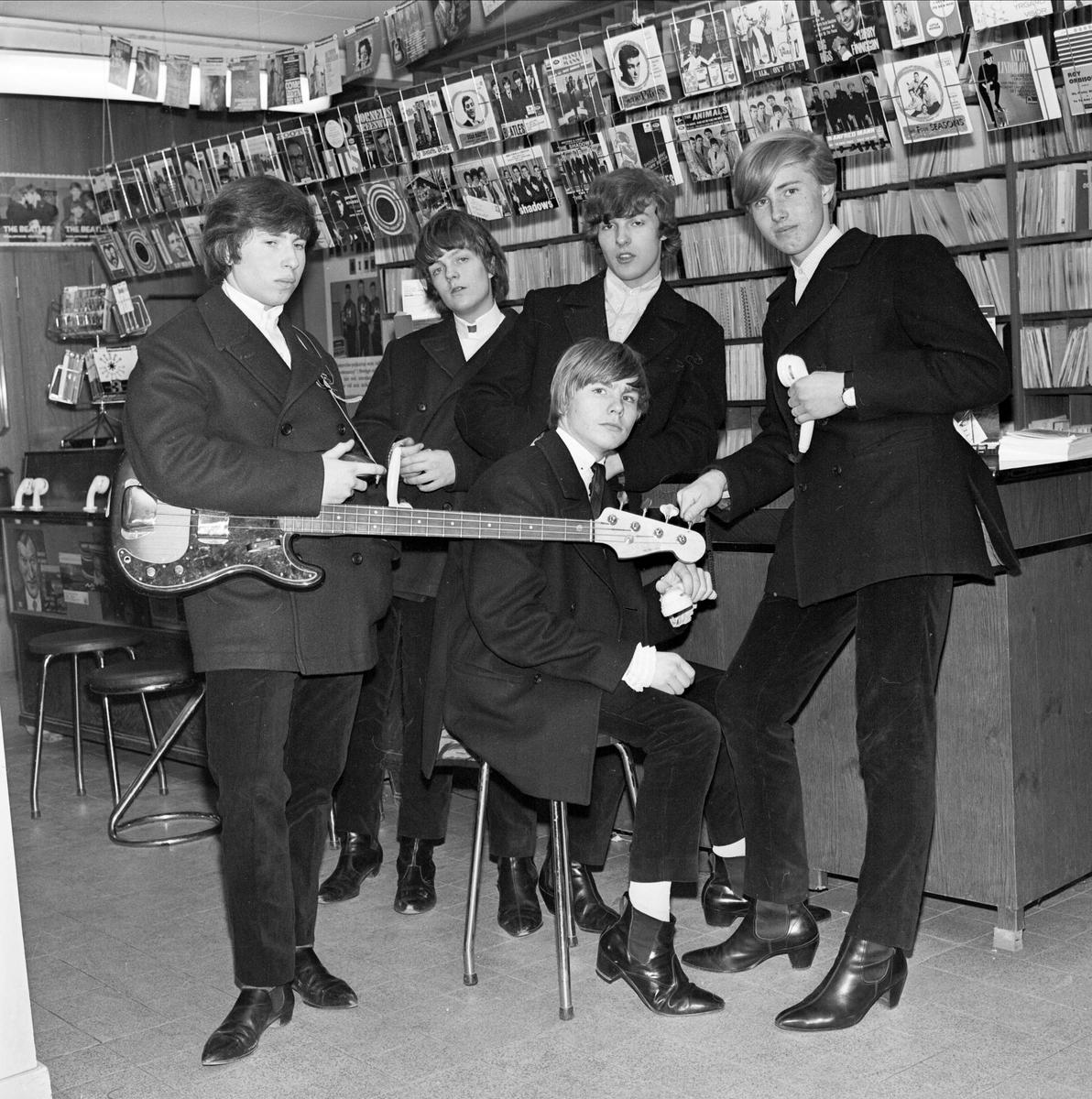 Musikgruppen The Nashmen hos Rulfs Musikhandel, Vaksalagatan 6, Uppsala 1964