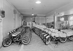 Lagerlokal med lättviktsmotorcyklar, AB Nymans Verkstäder, k