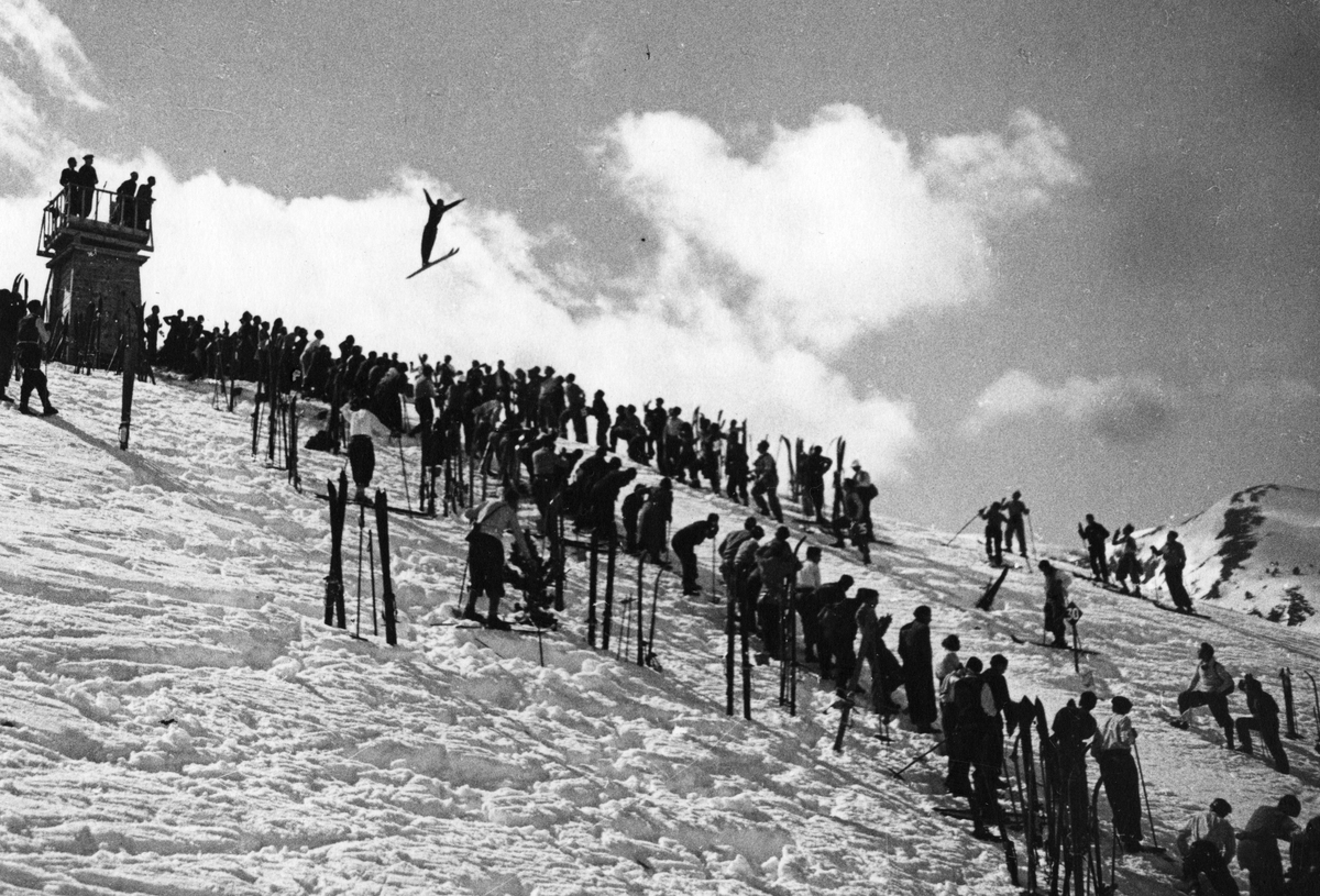 Verdensmester Sigmund Ruud i demonstrasjonshopp. World Champion Sigmund Ruud in a demonstration jump in Spain.