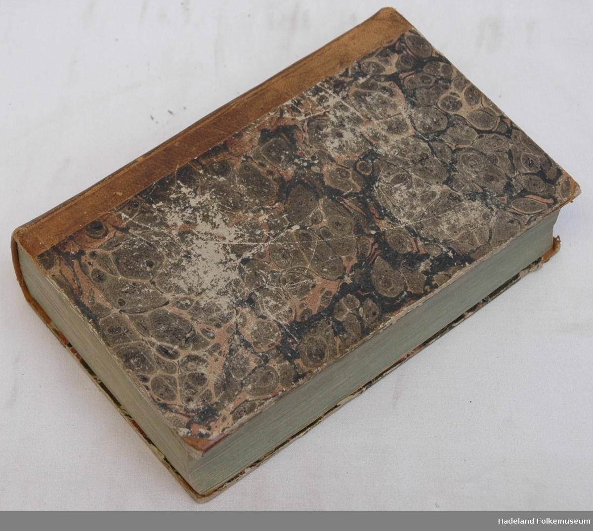 Gullpreget skinnrygg, marmorerte papp-permer m skinnhjørner.