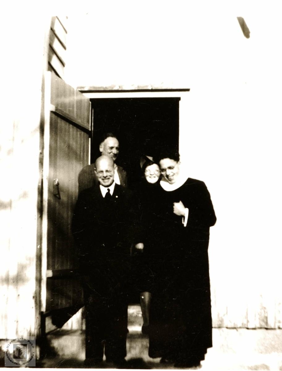 Kirken i Grindheim med sine tjenere.