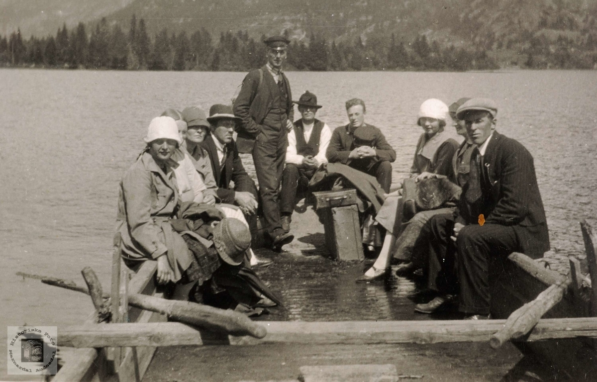 Grindheimsfolk på båttur.