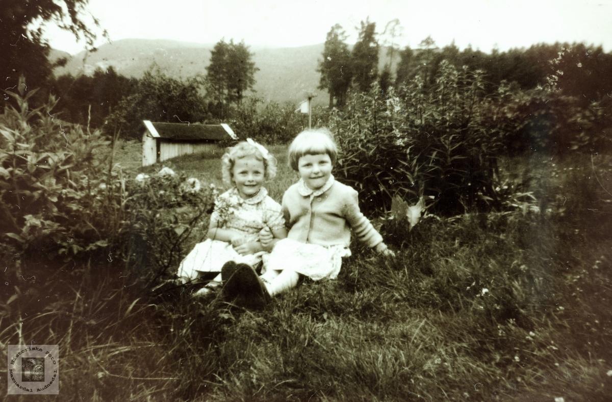To små søte tuller. Torveid Rydlende og Gudny Ågedal.