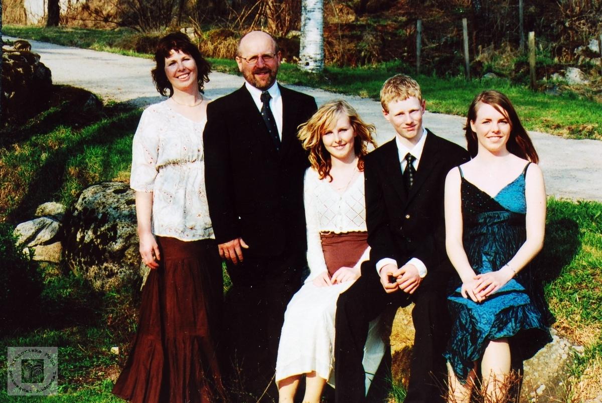 Familiebilde Petersen med konfirmant. Audnedal.