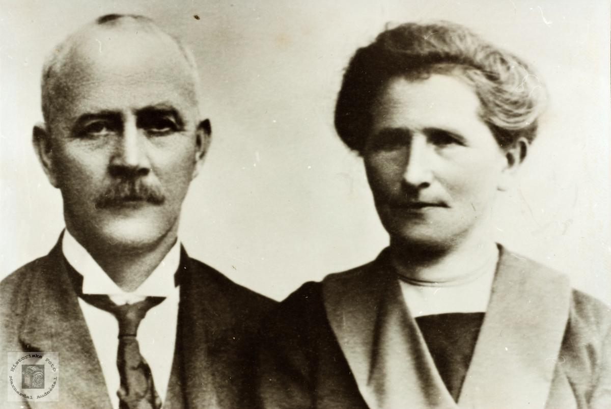 Portrett av ekteparet Lars og Asborg Hårtveit. Grindheim Audnedal.