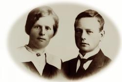Ungdomsportrett av ekteparet Rakel og Fredrik Bransdal. Grindheim Audnedal.