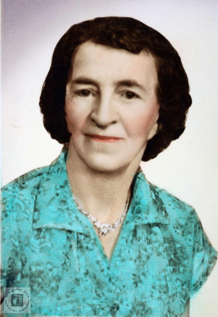 Portrett av Jørgine Sveindal i USA. Utvandra dame fra Grindheim Audnedal.