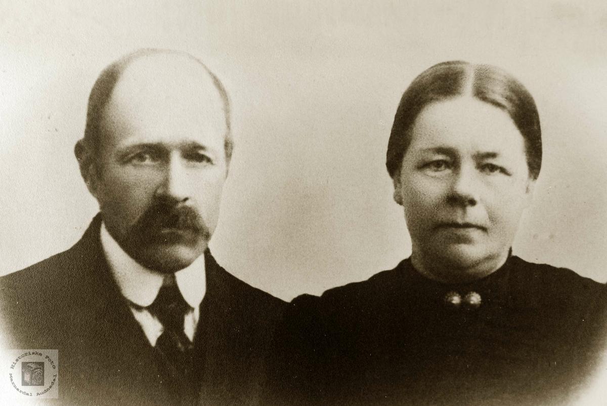 Portrett av ekteparet Ole og Anna Hårtveit. Grindheim Audnedal.