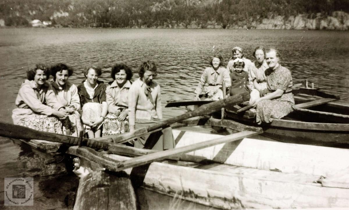 Fisketur på Ytre Øydnavann. Grindheim Audnedal.