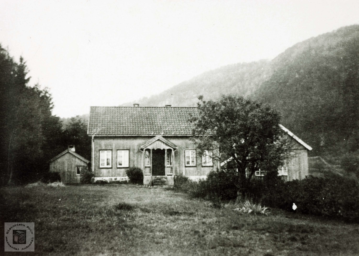 Heimen til familien Flåt Vårdal. Grindheim.