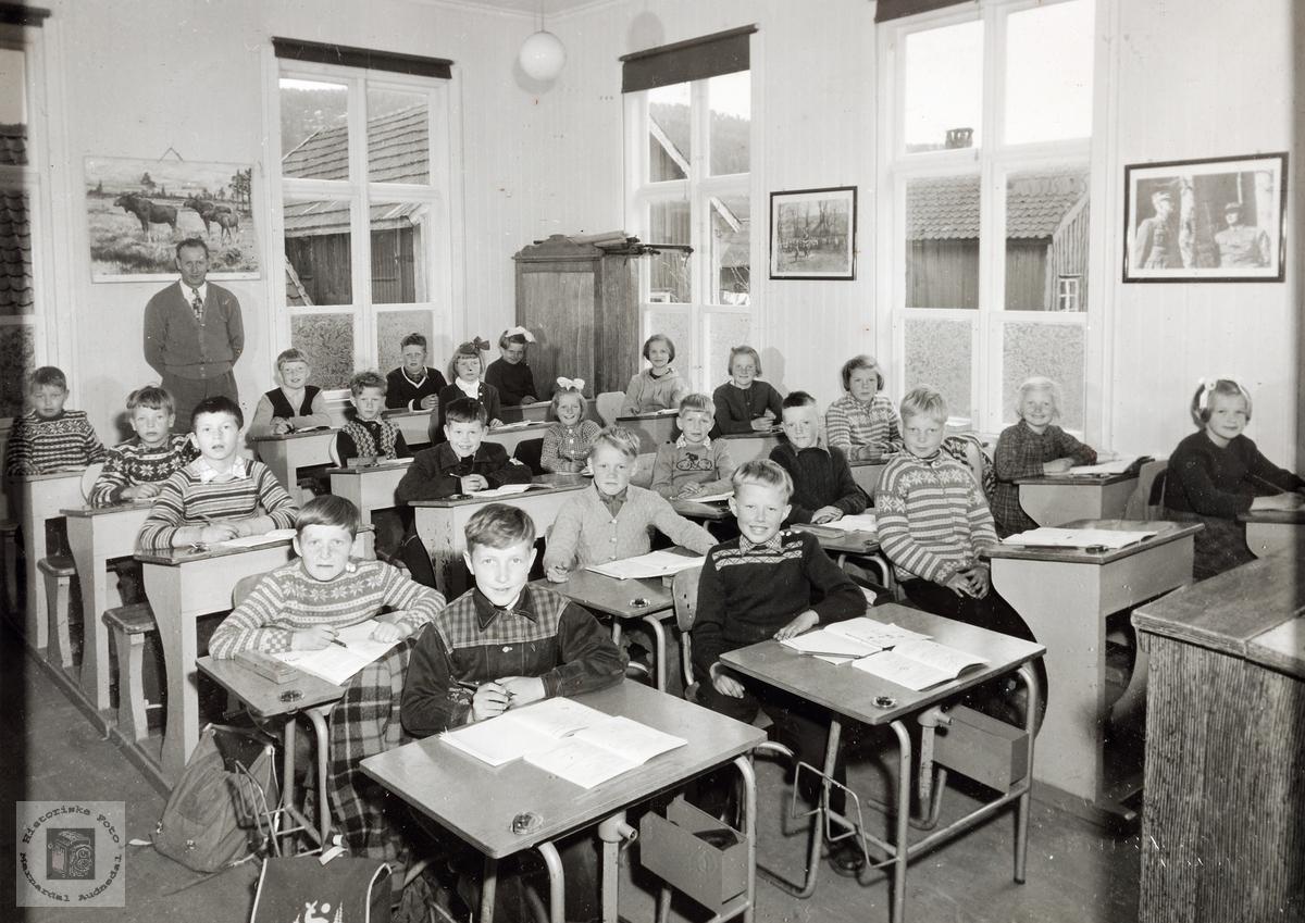 Skolebilde fra 2. og 3. klasse på Konsmo skole.