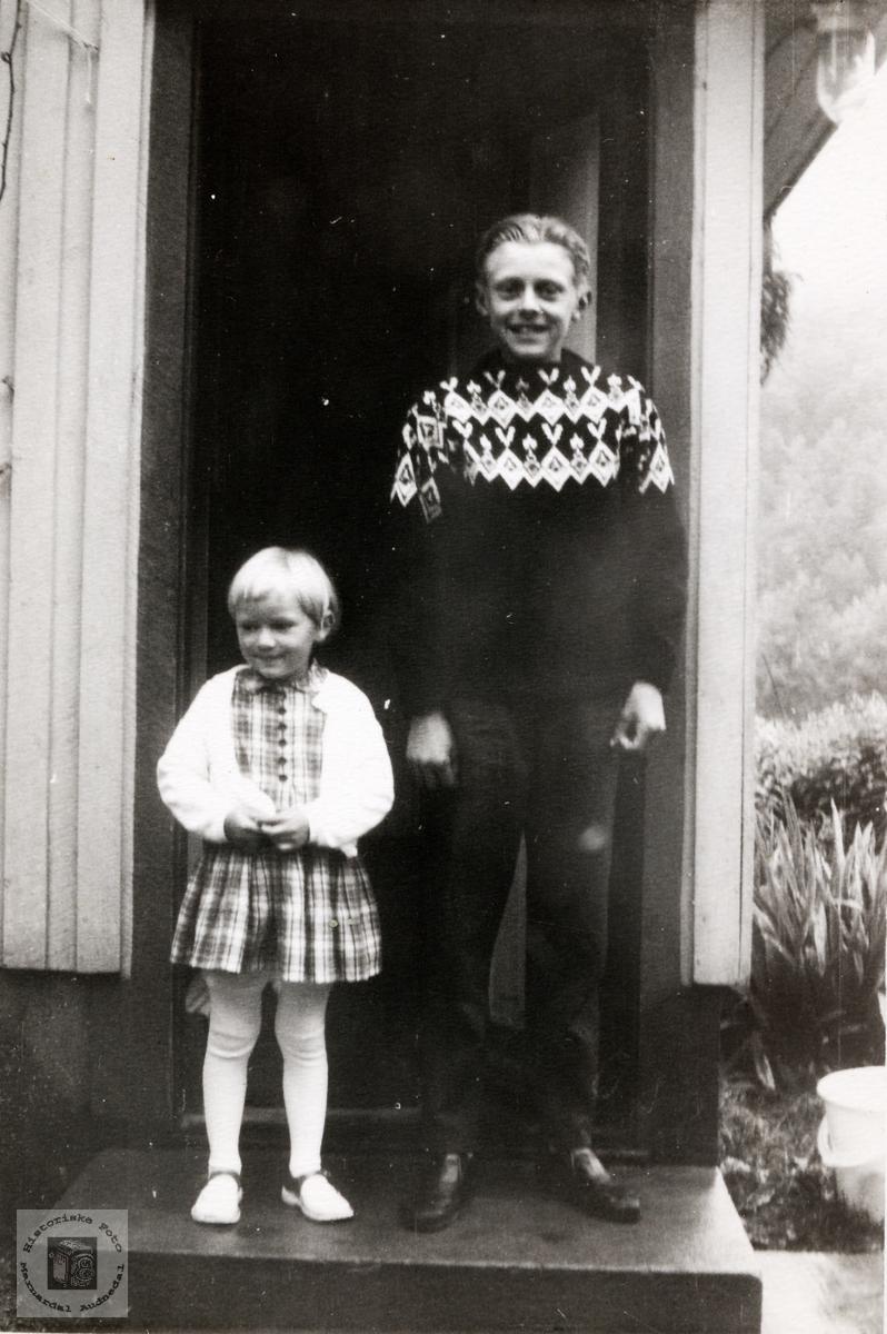 Portrett av Anne Karin og Kåre Flåt. Bjelland.