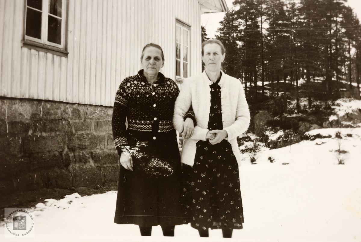 Søstrene Guri og Guri Refsnes. Grindheim.