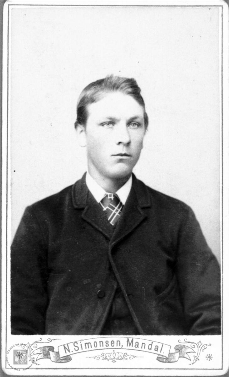 Portrett av ukjent ung mann.