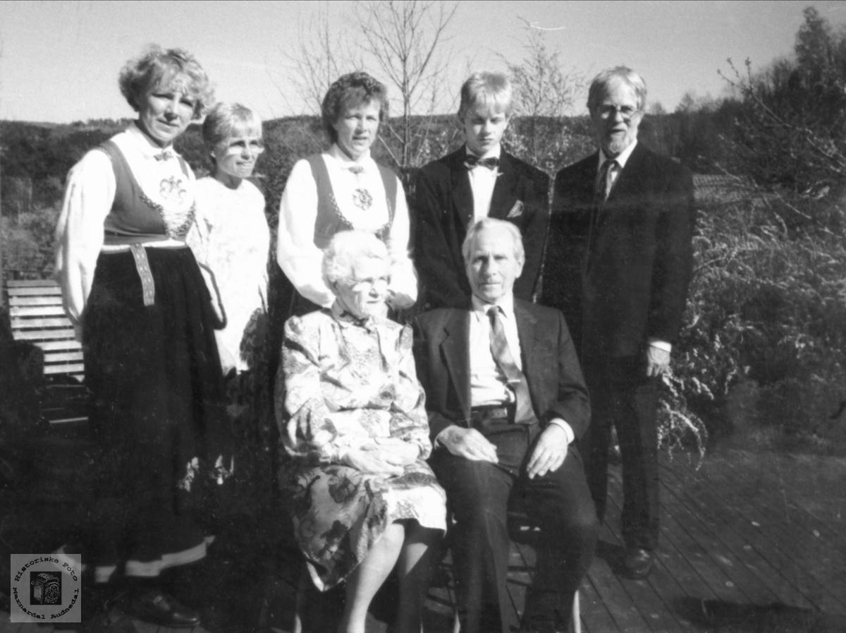 Portrett av FamilienTrygsland Konfirmasjonsdagen, Bjelland.