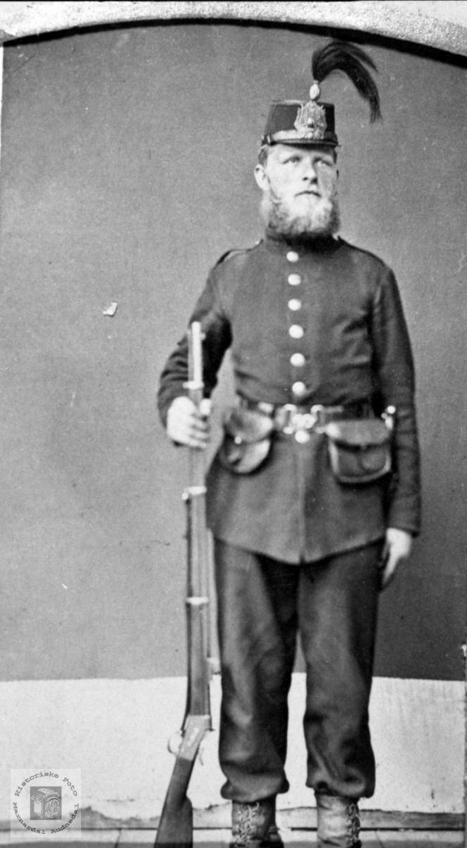 Portrett av soldat Gunder O. Fjellestad, Laudal.