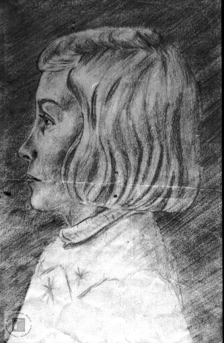 Portrett-tegning av Sigrid Haugland, f. Sveinall, Laudal.