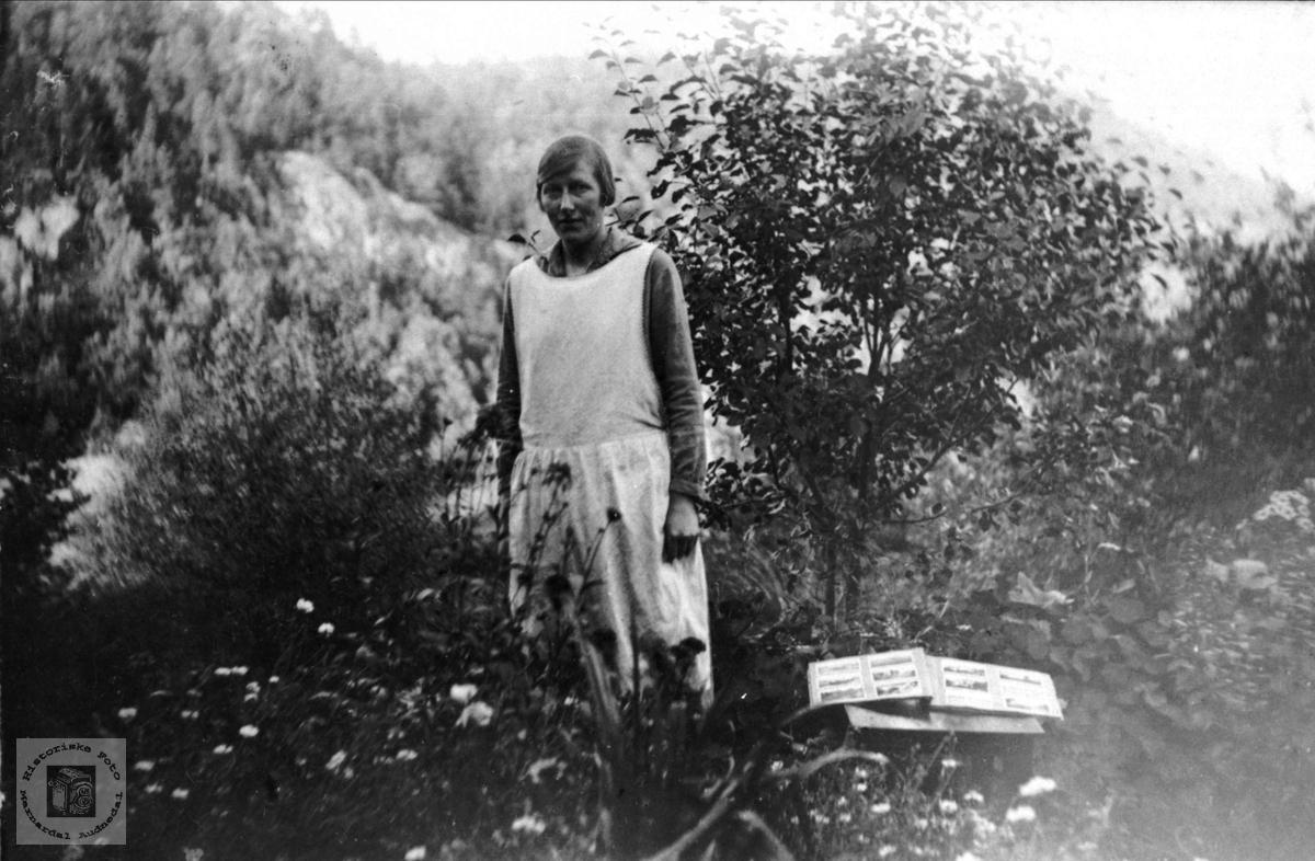 Portrett av Agnes Tomine Skaar, gift Breland, Øyslebø.
