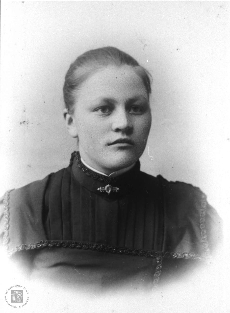 Portrett av Torborg Bruskeland, Laudal.
