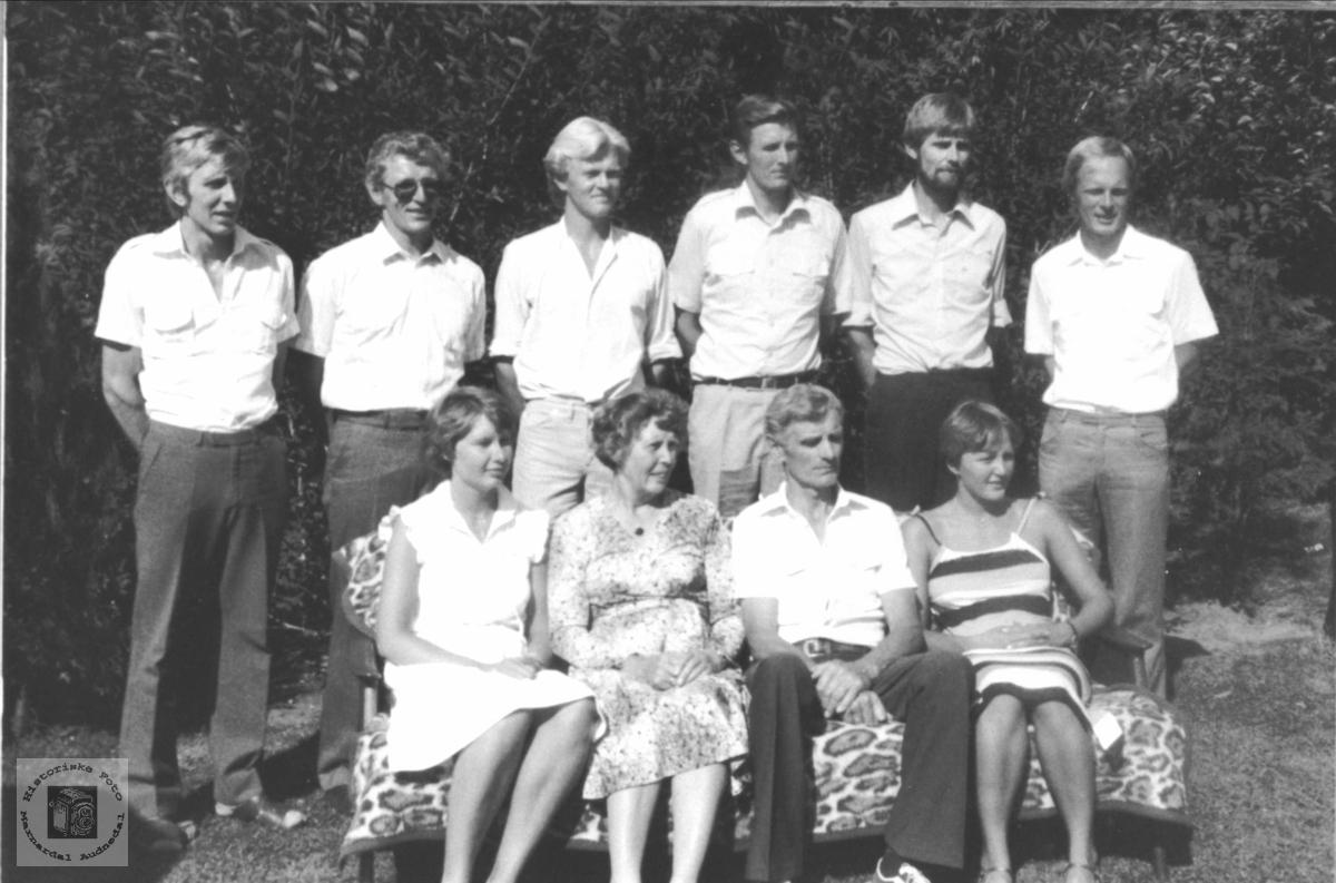 Familiegruppe Spikkeland, Øyslebø.