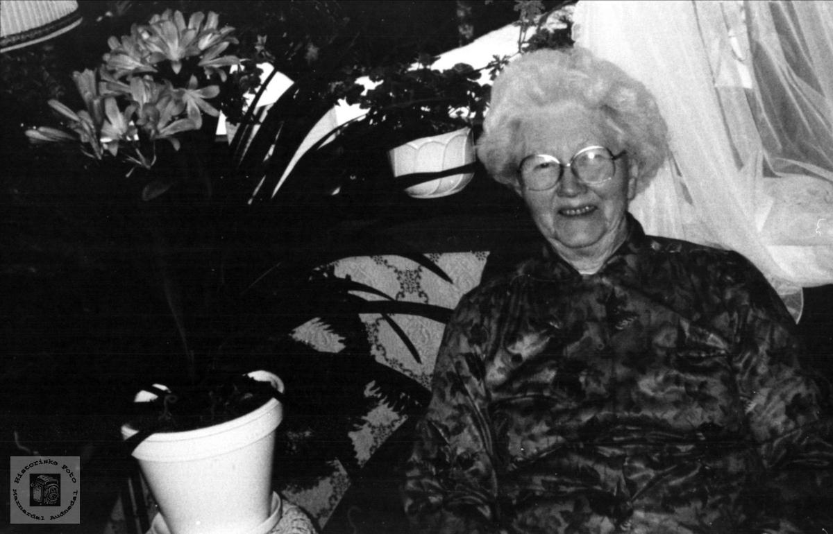 Portrett av Birgit Omdal, Øyslebø.