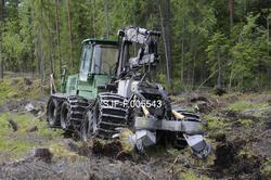 Rammestyrt traktor med markberedningsaggregat, fotografert u