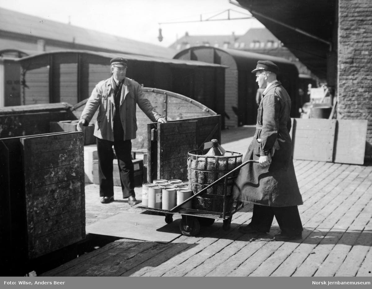 Opplasting av godsvogner på godshuset på Oslo Ø