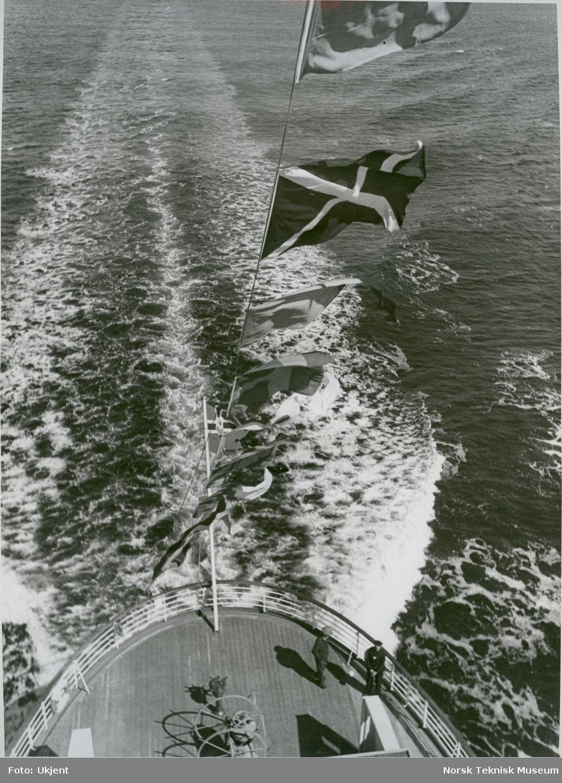 To menn på akterdekket på passasjer- og lastebåten M/S Black Prince, B/N 473 under prøvetur i Oslofjorden 27. april 1938. Skipet ble levert av Akers Mek. Verksted i 1938 til Fred. Olsen & Co, Oslo og gikk i rute Kristiansand - Newcastle.