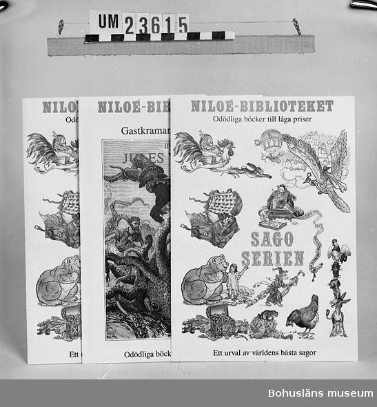 """594 Landskap BOHUSLÄN 394 Landskap BOHUSLÄN  Niloé-biblioteket. """"Jorden runt på 80 dagar"""" av Jules Verne.""""  Sagoserien"""" av H.C. Andersen. 2 exemplar. Se förvärvsuppgifter under UM23603. Neg.nr. UM145:12."""