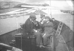Severin Worm-Petersen og gruppe i båt, Ringerike