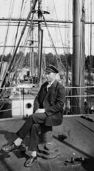 "Skeppare, Lars Österman, ombord på ""Pedersson"""
