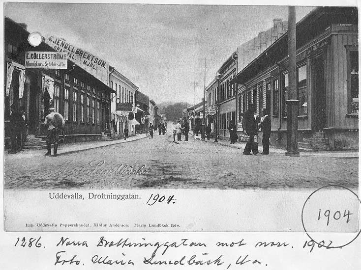 """Text på kortet: """"1286. Norra Drottninggatan mot norr. 1902. Foto Maria Lundbäck, U-a""""."""