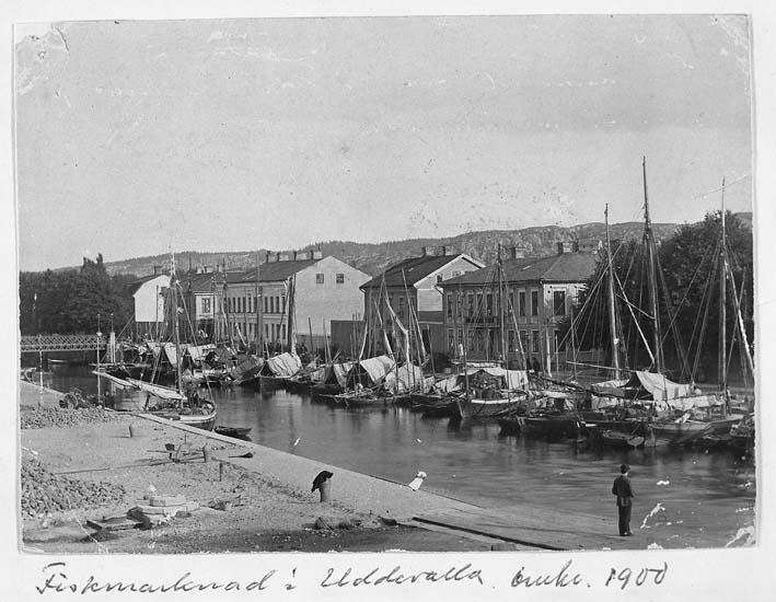 "Text på kortet: ""Fiskmarknad i Uddevalla omkr. 1900""."