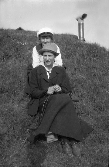 """Enligt noteringar: """"Gulli Norbom och ego, Gislaved 1918."""""""