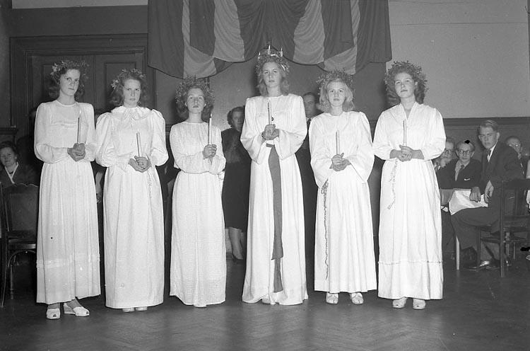 """Enligt notering: """"Västgöta gillet Lucia 10/12 1947""""."""